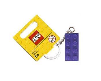 Брелок в виде фиолетового кубика LEGO