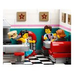 Купить Лего 10260 Ресторанчик в центре серии Криейтор Эксперт.